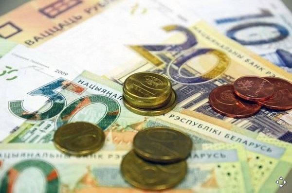 Доллар держался около двухнедельного максимума против своих основных конкурентов