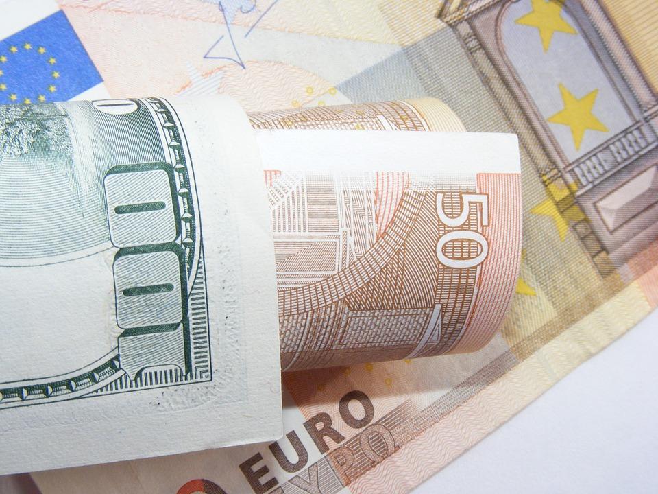 Почему евро дешевеет к доллару